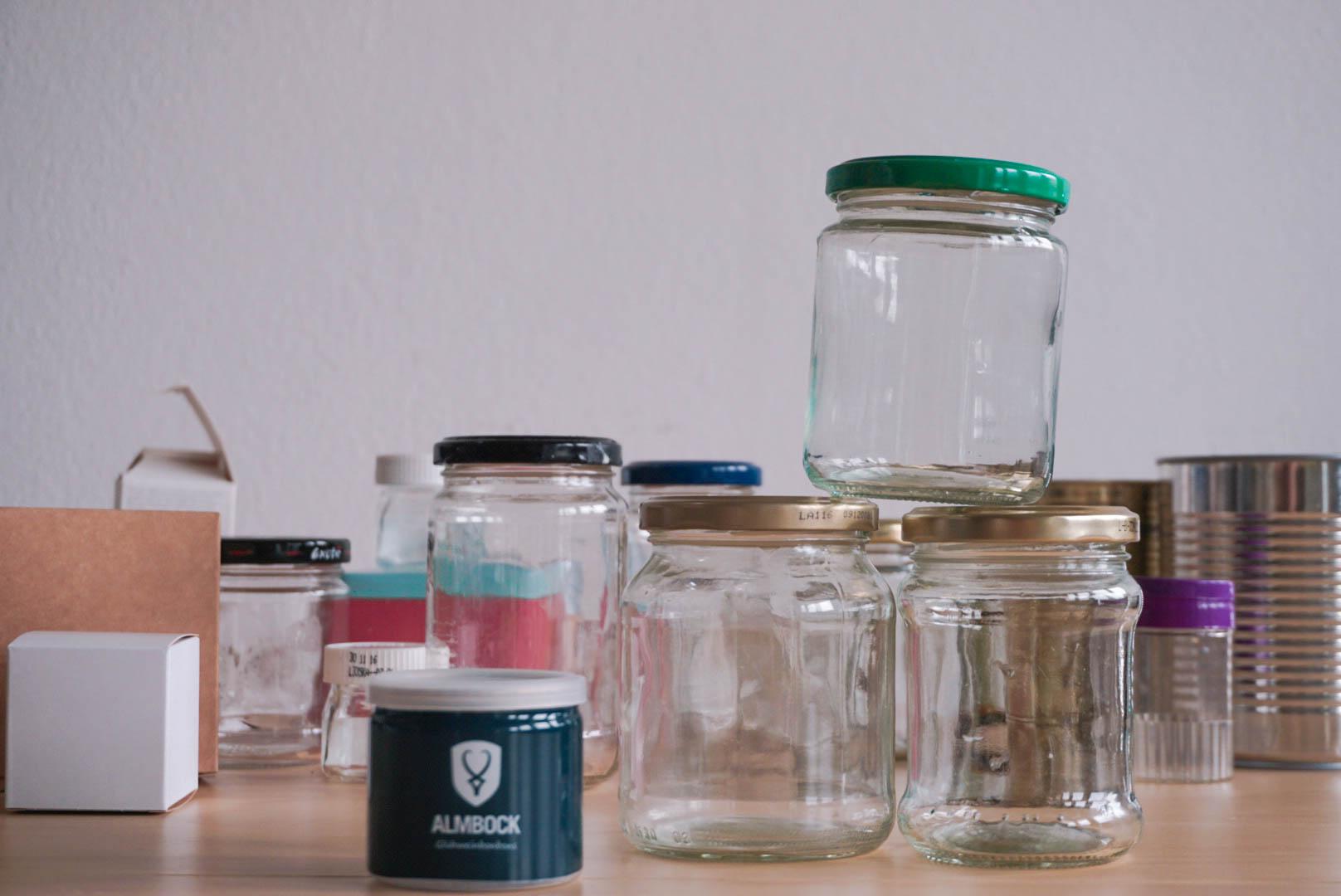 Gläser, Dosen und Schachteln als Basis für unserern Adventskalender.