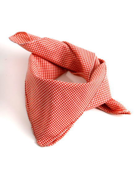 Bavarian scarve red-checkered